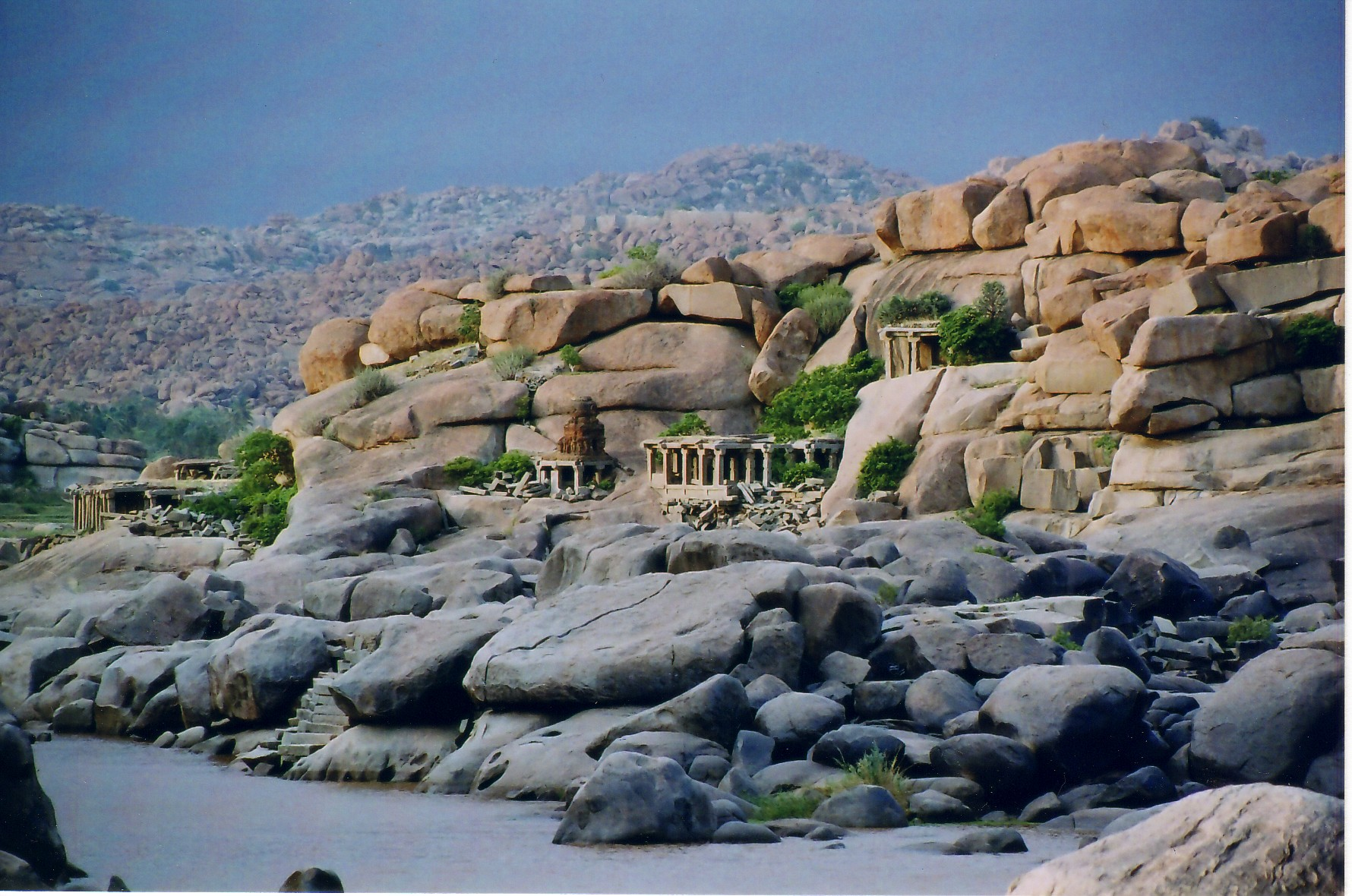 Best Places to visit in Hampi village of Karnataka