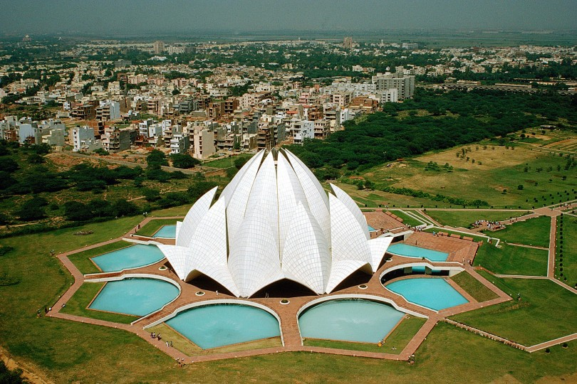 Visit The Peaceful Lotus Temple Of New Delhi